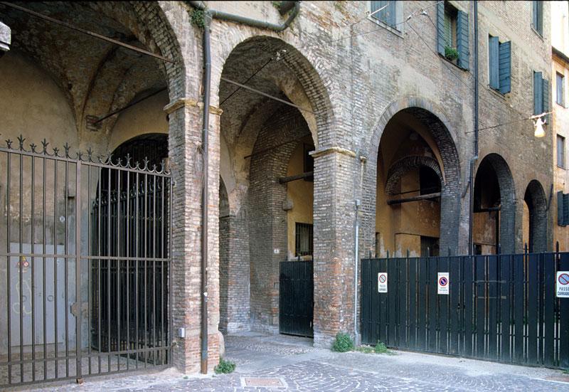 La reggia carrarese le vicende architettoniche for Aggiornare le colonne del portico